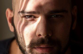 <b>Dario Rea da stasera fino al 19 gennaio in scena al Teatro Sannazaro in POCHOS</b>